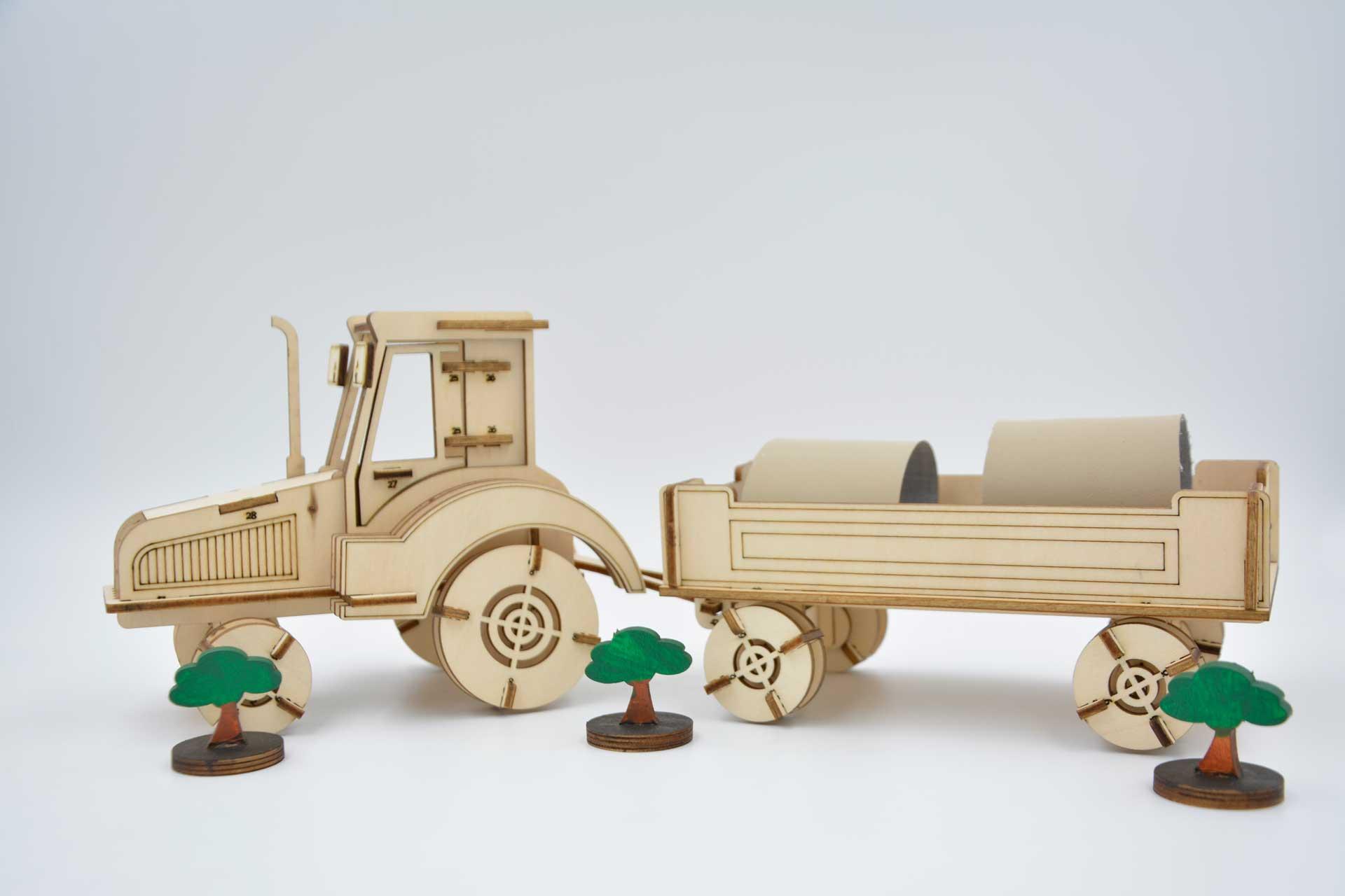 Debitare laser: tractor de jucarie